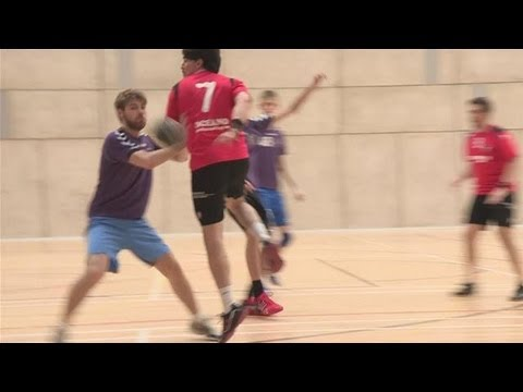 How to pass behind in handball